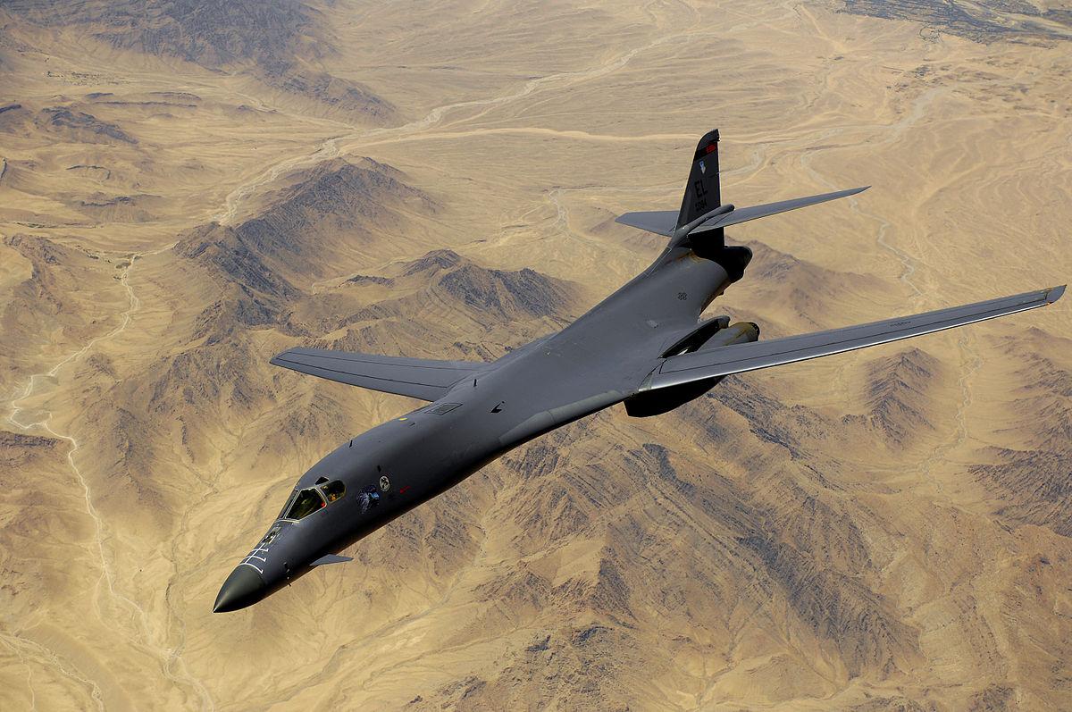 美軍派出有「死亡天鵝」之稱的兩架B-1B戰略轟炸機飛經台灣東北海域。圖B-1B轟炸機。(DeffiSK~commonswiki/Wikimedia commons)