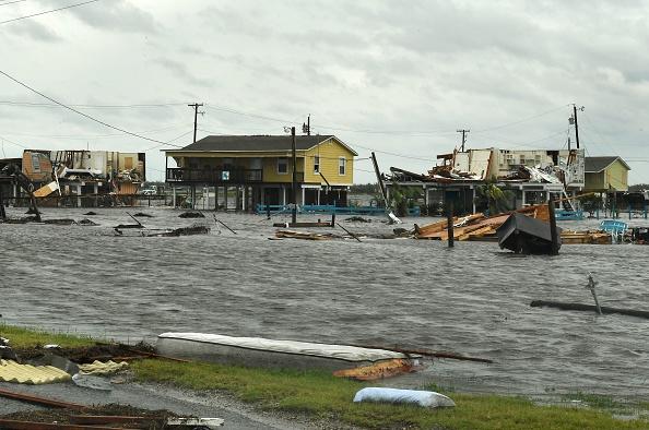 哈維颶風重創德克薩斯州,大量民宅遭到水浸。(MARK RALSTON/AFP/Getty Images)