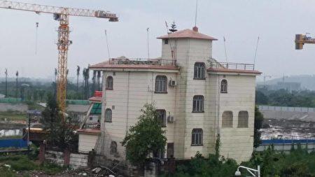 该房宅户主被抓,至今已关押2个月,他的房宅被强拆了。(志愿者提供)