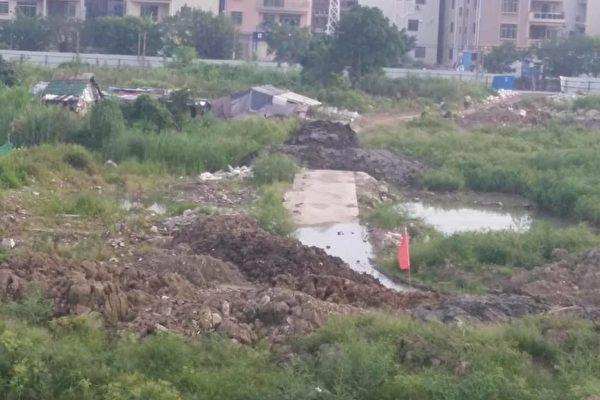 广东逢沙村为强拆民宅 泥土堵路迫村民就范