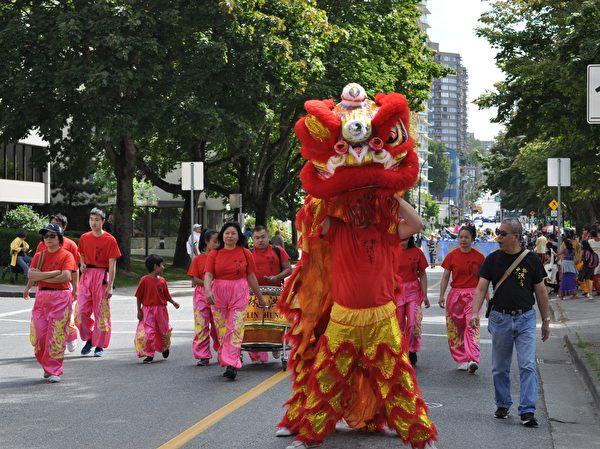 图:华人社团的舞狮表演。 (唐风/大纪元)