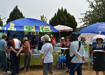 图:大温哥华台湾同乡会举办台湾游园会,健康食品里仁摊位。(邱晨/大纪元)