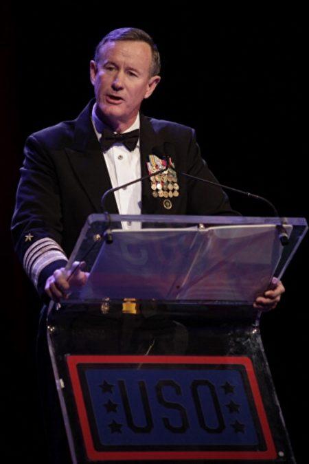 麦克雷文上将参加2013年第52届美军福利组织晚宴。(Thos Robinson/Getty Images)