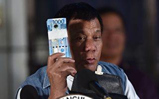 菲律賓總統杜特爾特(Rodrigo Duterte)曾經花錢雇水軍提高自己的人氣,被牛津大學揭短。   (Photo  TED ALJIBE/AFP/Getty Images)