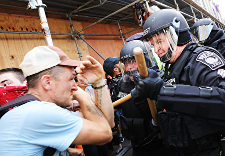 BOSTON, MA - AUGUST 19: Protesters face off with riot police escorting conservative activists following a march in Boston against a planned 'Free Speech Rally' just one week after the violent 'Unite the Right' rally in Virginia left one woman dead and dozens more injured on August 19, 2017 in Boston, United States. Although the rally organizers stress that they are not associated with any alt-right or white supremacist groups, the city of Boston and Police Commissioner William Evans are preparing for possible confrontations at the afternoon rally. (Photo by Spencer Platt/Getty Images)