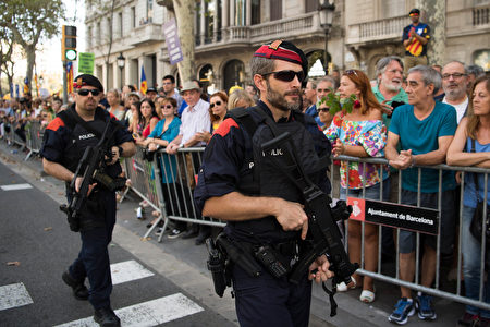 BARCELONA, SPAIN - AUGUST 26: Regional Police Mossos d'Esquadra officers patrol during a demonstration against the last week's terrorist attacks on August 26, 2017 in Barcelona, Spain. Hundreds of thousands people have marched in central Barcelona for the 'No tinc Por' (I am not afraid) joining in solidarity with the 14 victims of last week's terrorists attacks in Barcelona and Cambrils. 14 people were killed and dozens of injured in two terrorist attacks on August 17, when a van rammed crowds along the popular street of Las Ramblas in Barcelona and then a woman was sttabed by a terrorist in Clambrils. (Photo by David Ramos/Getty Images)