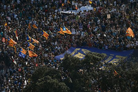 A general view shows people gathering at Plaza de Catalunya during a march against terrorism which slogan will be #NoTincPor (I'm Not Afraid) in Barcelona on August 26, 2017, following the Barcelona and Cambrils attacks killing 15 people and injuring over 100. Tens of thousands of Spaniards and foreigners are to stage a defiant march against terror through Barcelona on August 26 following last week's deadly vehicle rampages. The Mediterranean city is in mourning after a van ploughed into crowds on Las Ramblas boulevard on August 17, followed hours later by a car attack in the seaside town of Cambrils. / AFP PHOTO / PAU BARRENA (Photo credit should read PAU BARRENA/AFP/Getty Images)