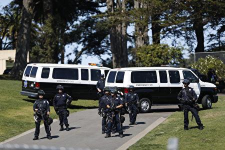 8月26日下午,旧金山警方封锁了阿拉莫广场。(Stephen Lam/Getty Images)