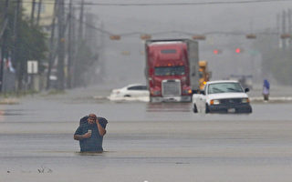 哈維肆虐 休斯頓洪水史無前例 華人網上求救
