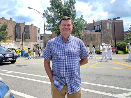 圖:密西根州的海登先生(John Heidon)希望能夠幫助制止迫害法輪功。(唐明鏡/大紀元)