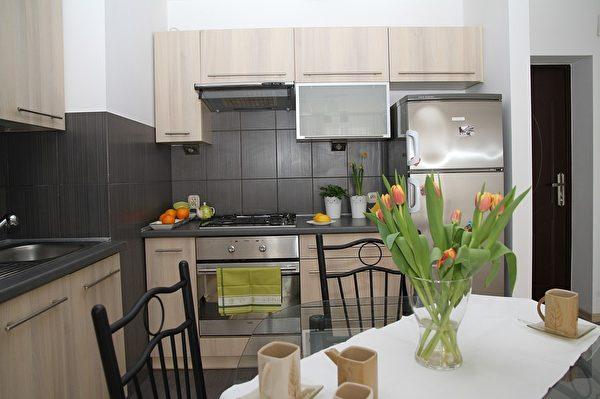 厨房里的餐桌。(pixabay.com)