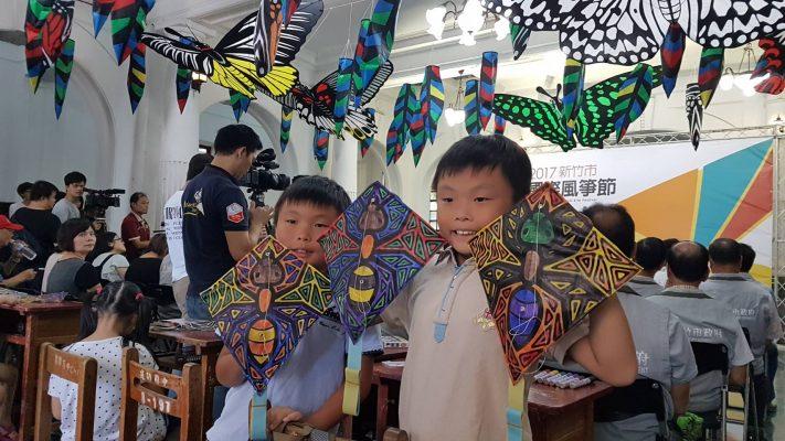 小朋友彩繪DIY創作風箏 。(林寶雲/大紀元)