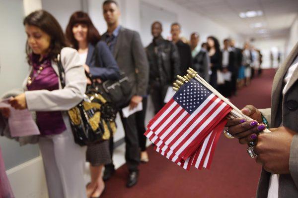 美10月1日扩大移民面谈范围 或影响百万人