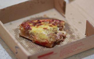 喪妻男想自殺收到免費披薩 裡面的字讓他震驚淚下
