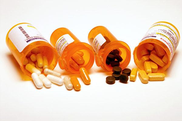 学名药和原厂药外观不同、名字不同,颜色、味道也可能不同。(Shutterstock)