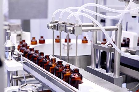FDA规定学名药工厂的生产环境、生产设备、药物包装等,需和原厂药的制造厂满足同等标准。(Shutterstock)