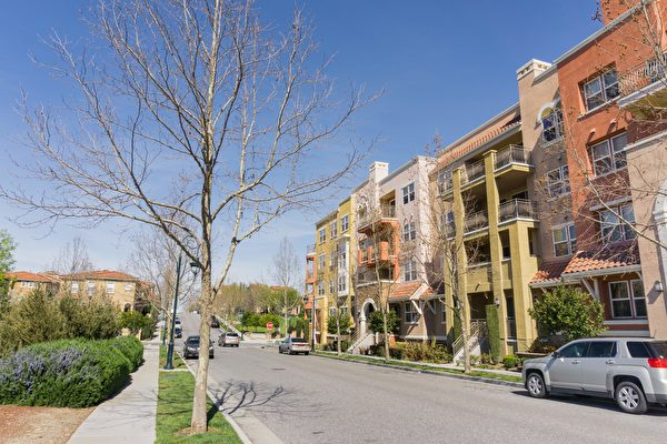 灣區的公寓式建築越來越多,而且有朝向住商混合、共同住宅的趨勢。(Shutterstock)