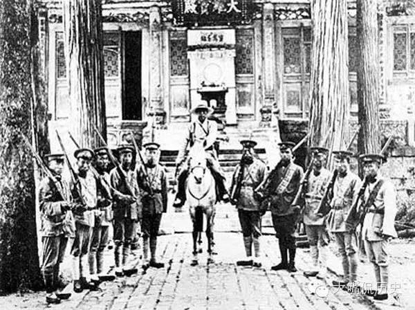 護衛寺院的少林寺僧兵。(公有領域)