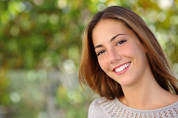 微笑給予人堅強的力量,讓身處困境者,看到曙光與希望。