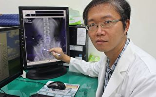 膝蓋反覆腫脹疼痛  僵直性脊椎炎作祟