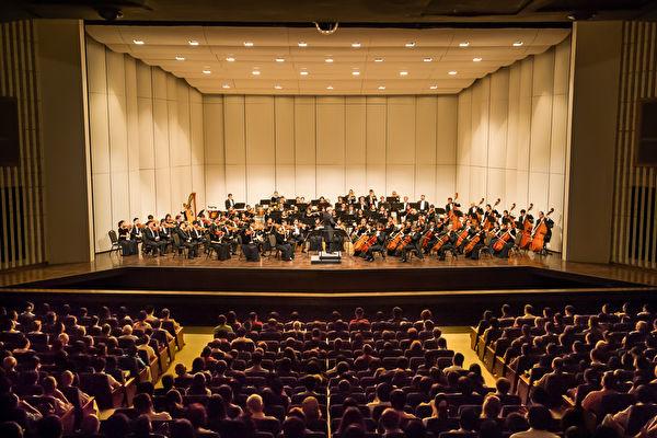 2017年9月26日下午,神韻交響樂團於高雄市文化中心至德堂演出。(羅瑞勳/大紀元)