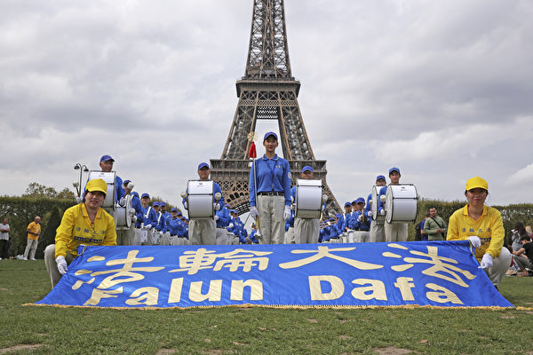 組圖:歐洲法輪功學員巴黎集體煉功