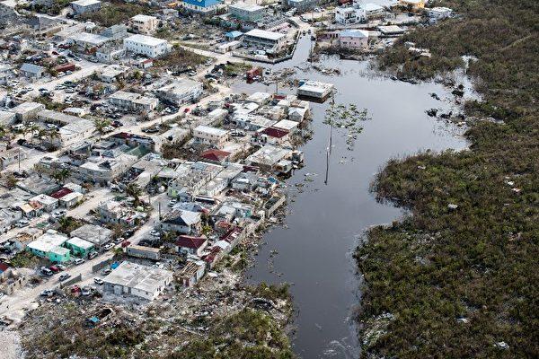 9月12日發布的照片顯示,艾瑪颶風9月11日在特克斯和凱科斯群島的普羅維登西亞萊斯島上造成洪澇。(AFP PHOTO / CROWN COPYRIGHT 2017 / MOD / CPL DARREN LEGG )