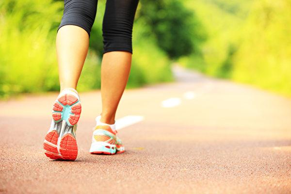 規律、簡單的運動能幫很多人擺脫脂肪肝的困擾。(圖/shutterstock)
