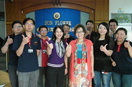 林珠蘭總經理與工作夥伴。(勝谷實業提供)