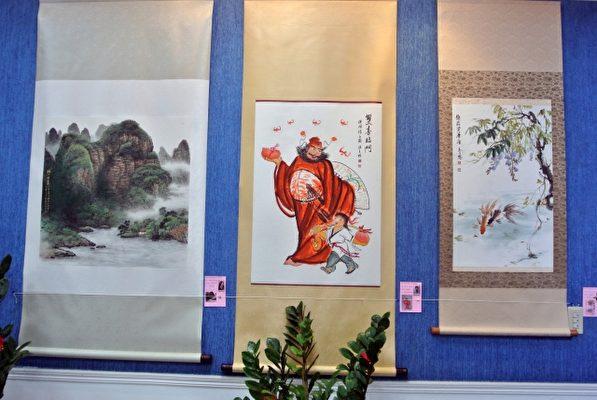 马水城老师指导下的基隆市长青书画会,鼓励年轻人深造,左图为许素涵考上台艺大两年后的作品之一。(周美晴/大纪元)