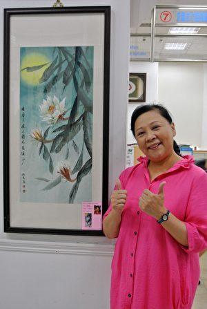 基隆市长青书画会会员姚丽丽,幼稚园院长退休后也加入书画行列。(周美晴/大纪元)