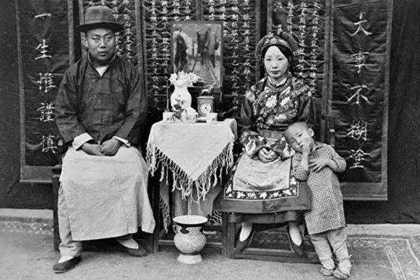 美國人鞋盒裡發現68張民國初期老照片 轟動全世界