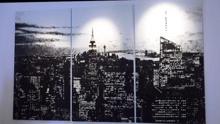 在臉書上擁有超過50萬粉絲的德國沙畫家班格(Tim Bengel),在紐約曼哈頓展出沙畫作品。