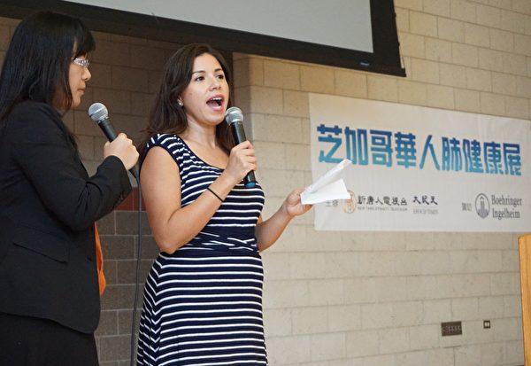 伊州公共健康部社区公共健康推广经理Juana Ballesteros致辞。(温文清/大纪元)