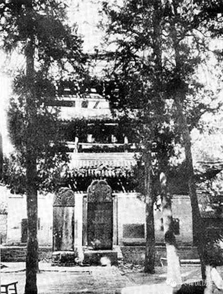 少林寺鐘樓。俗話說當天和尚撞天鍾,寺廟內鐘樓不能少。(公有領域)