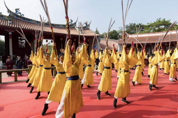 佾生由民富國小舞蹈班擔任演出。(新竹市府提供)