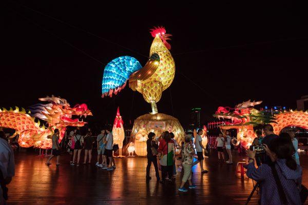 2017丁酉鷄籠中元祭,基隆海洋廣場美輪美奐的花燈。(林志彥/大紀元)