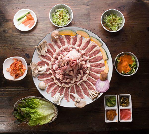 新鮮全鴨燒烤(張學慧/大紀元)