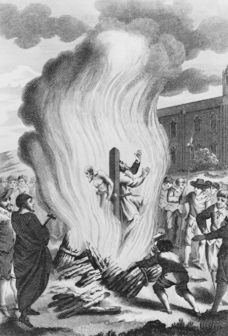玛丽一世处死了近300名反对天主教的信徒,图为两位新教主教在牛津被活活烧死 (Photo by Hulton Archive/Getty Images)