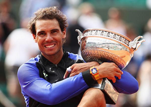 西班牙天王纳达尔获得2017年法网冠军。 (Julian Finney/Getty Images)