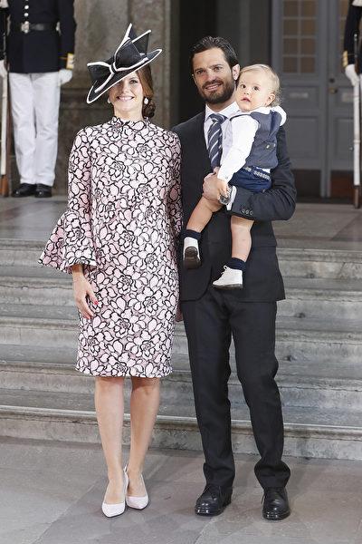 今年7月14日,卡爾菲利普王子和索菲亞公主帶一歲的大兒子亞歷山大出席維多利亞公主40歲生日慶祝會。 (Michael Campanella/Getty Images )