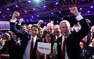 国际奥委会9月13日在秘鲁首都利马举行的131届全会上,正式宣布2024年夏季奥运会和残奥会将在法国巴黎举行。图为巴黎申奥团队为巴黎当选而欢呼。(MARTIN BERNETTI/AFP/Getty Images)