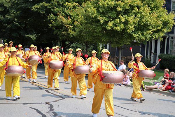 法輪功隊伍中的堂鼓隊。(王松林/大紀元)