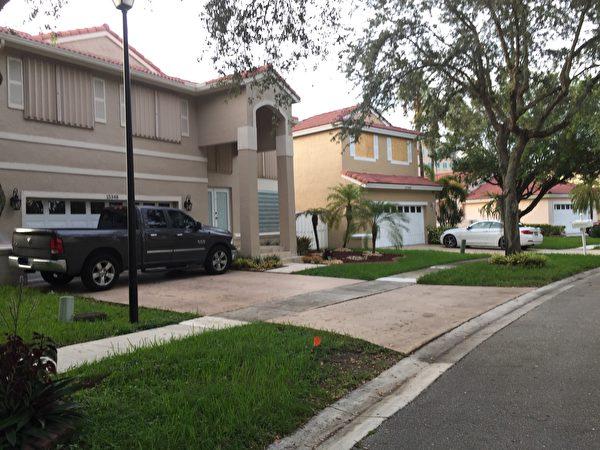 大部分家庭已经装上了飓风百叶窗。(吴蔚溪/大纪元)