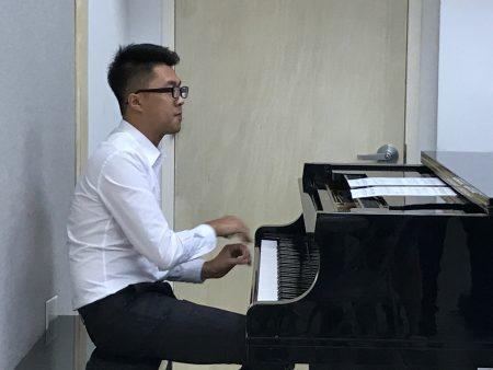 音乐博士黄新易。