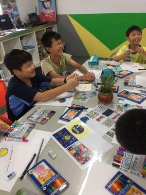 香山國小學生體驗工藝設計課程。(新竹市府提供)