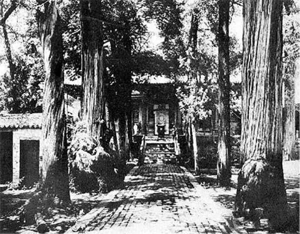 少林寺大雄寶殿正門。(公有領域)