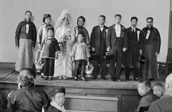 天津一户人家的婚礼,摄于1917-1919之间。(甘博/公有领域)