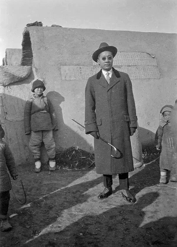 天津一名姓周的男子,摄于1917年-1919年之间。(甘博/公有领域)