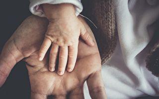 重病妈妈生下二胎永别家人 一岁半长子亲吻道别